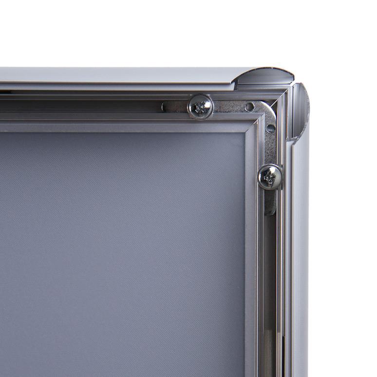 Montaje a pared de marcos portaposter