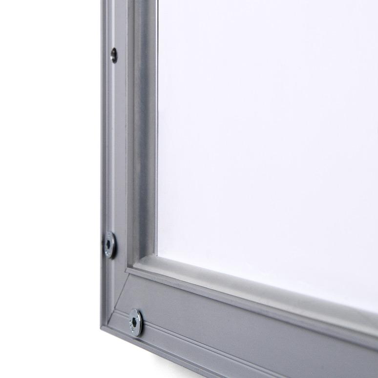Montaje a pared con tornilos de seguridad de marcos portaposters