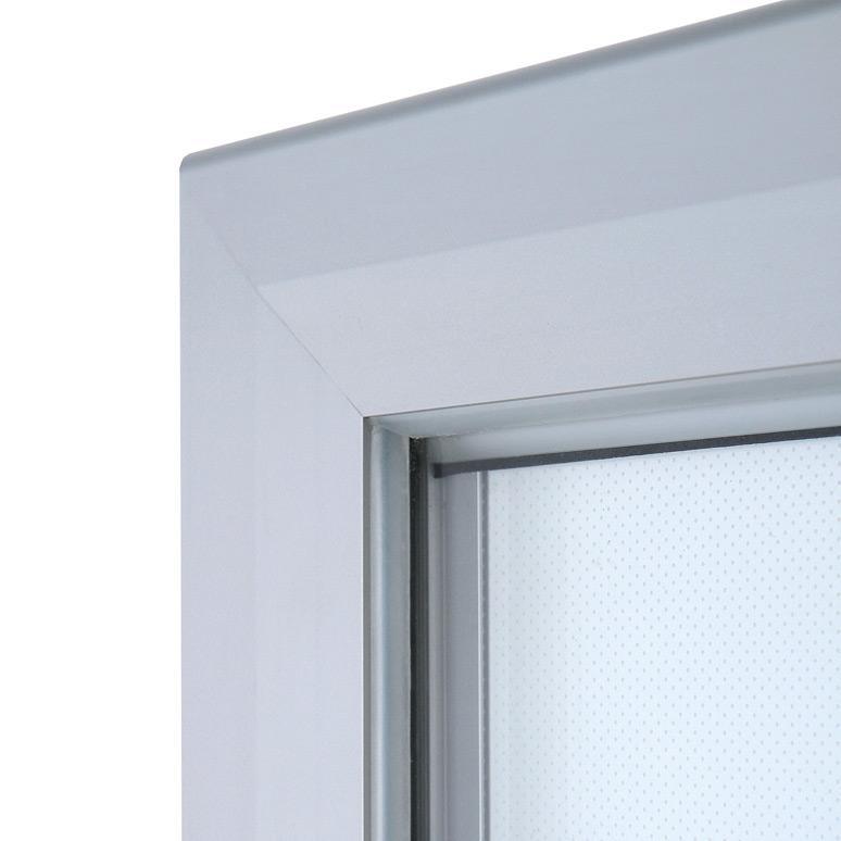 Vitrina luminosa con marco de aluminio para exteriores.