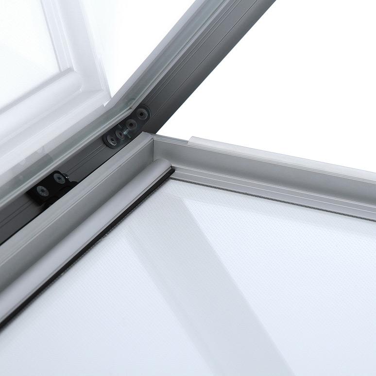 Vitrina para poster de exterior con puerta abatible y cierre de seguridad.